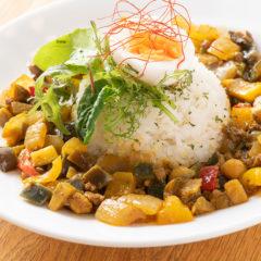 夏野菜と有機ひよこ豆のキーマカレー(サラダ付) ¥1,000