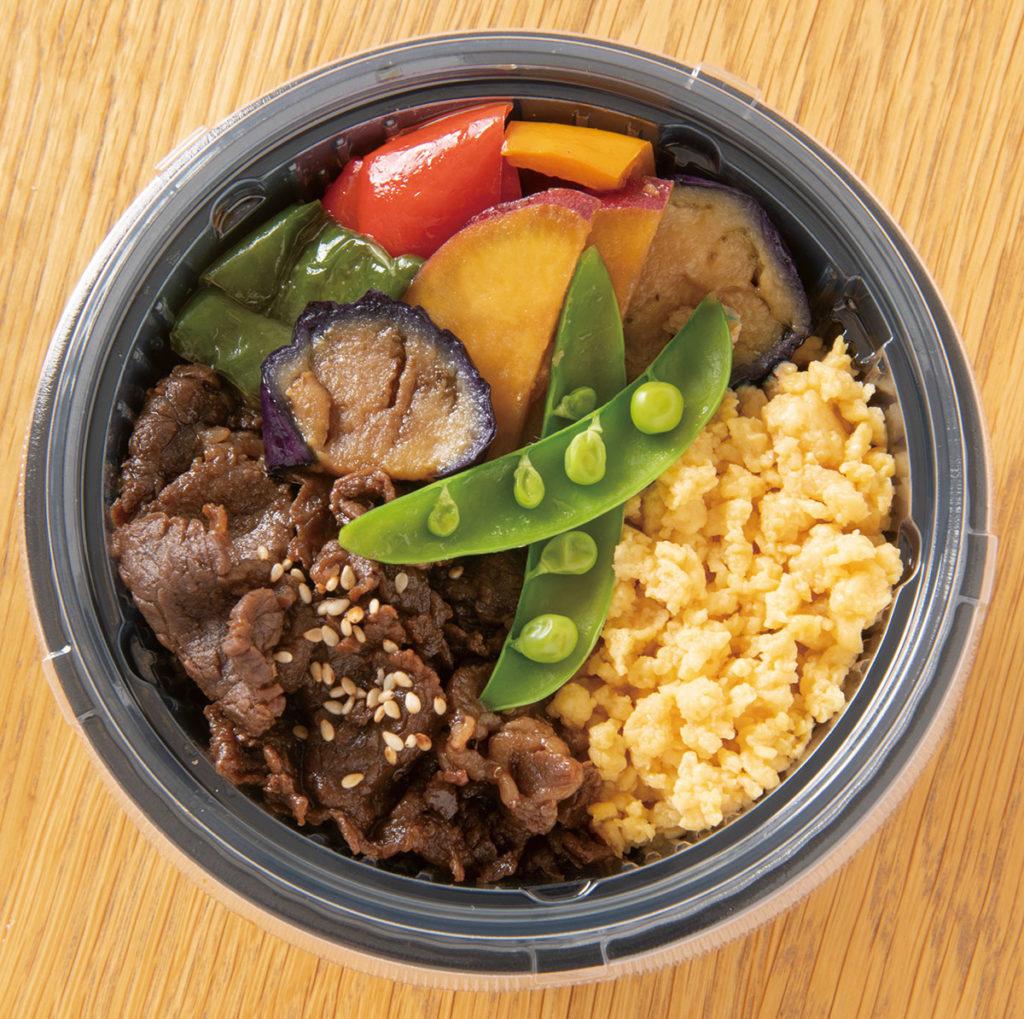 牛しぐれ・野菜・卵の3色丼