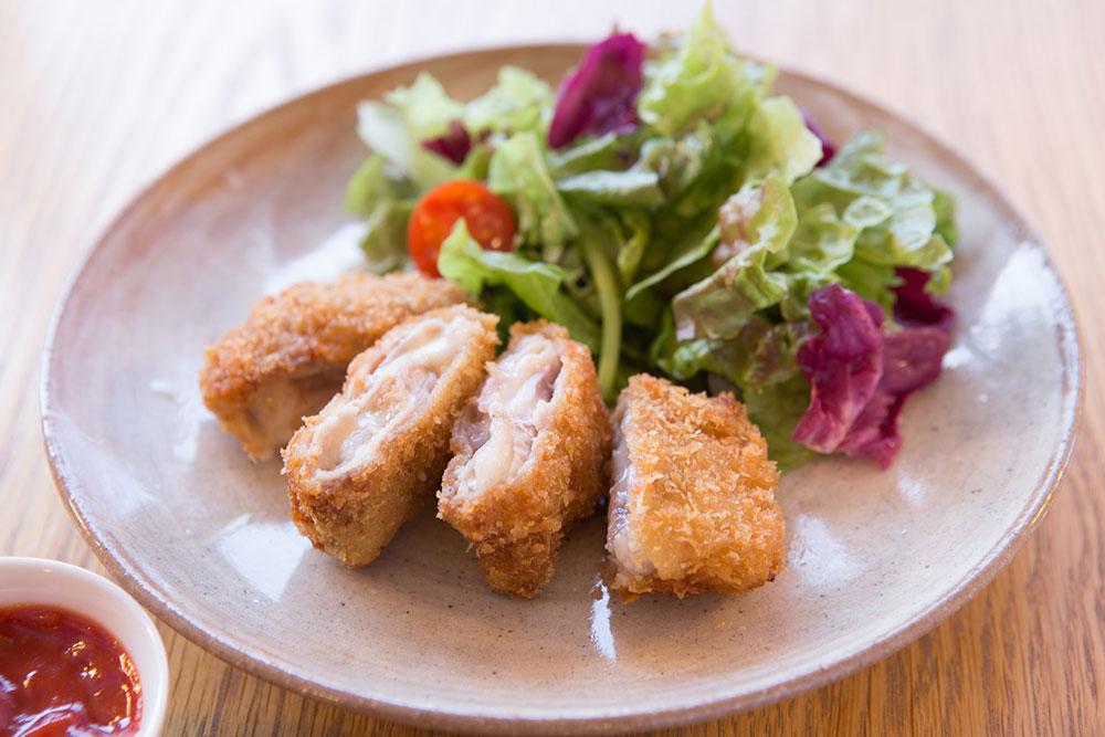 国産豚ロースのチーズ入り ミルフィーユかつ ¥530
